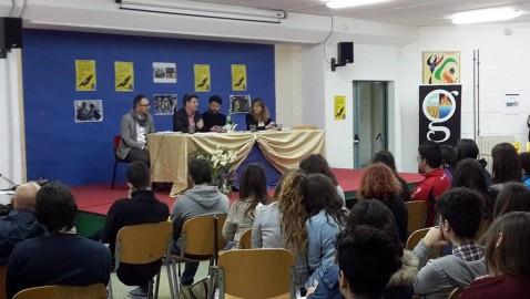 """Al Liceo """"don Carlo La Mura"""". Presentazione del primo romanzo libro di Enrico Ianniello, attore e scrittore."""