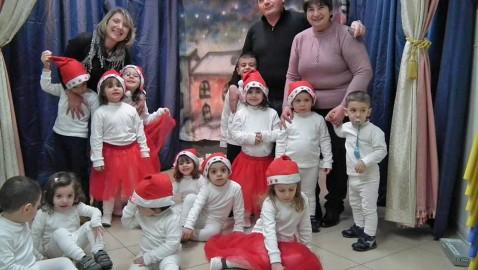 """""""Menicuccio e Stellina"""". Piccola storia natalizia recitata dai bambini della scuola per l'infanzia """"La casa di Mary Poppins""""."""